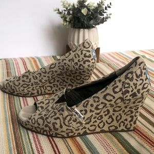 Toms Cheetah Leopard Burlap Brown Wedges Size 7.5